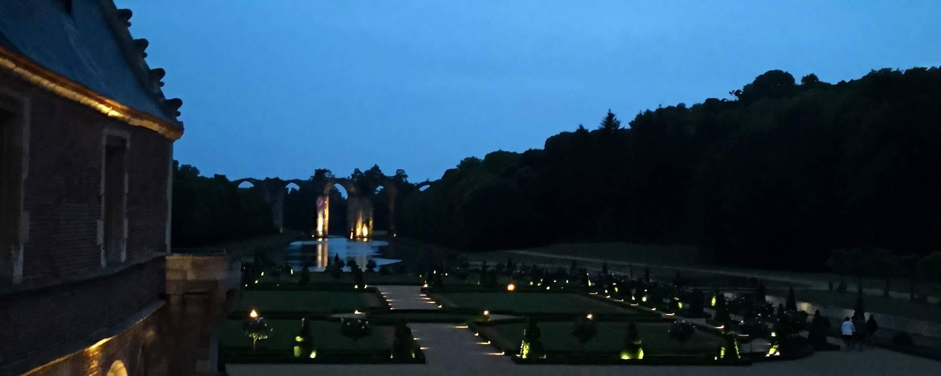 Aqueduc du château de Maintenon de nuit
