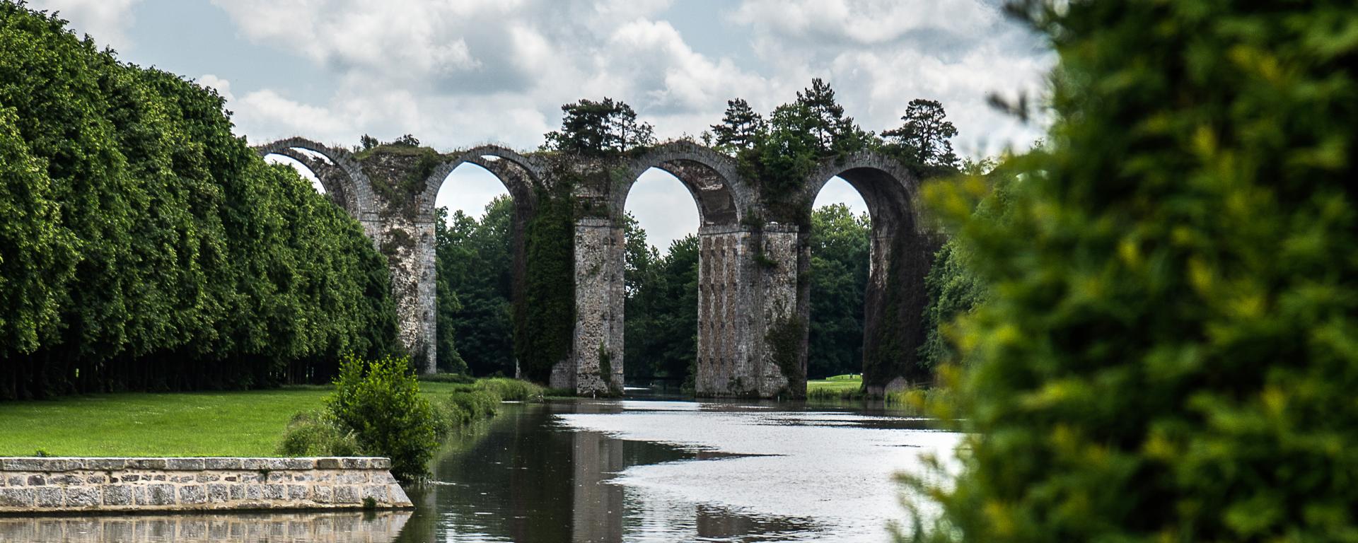 Vue sur l'aqueduc de Maintenon