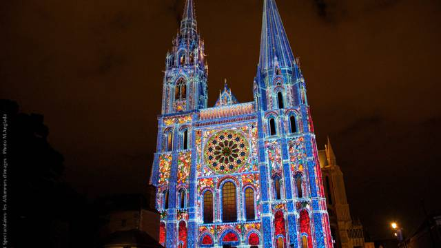 Scénographie Chartres en lumières sur la façade de la cathédrale