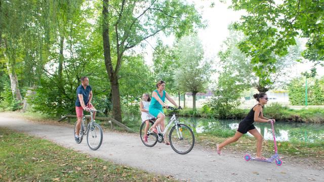 Vélo le long du Plan vert à Chartres