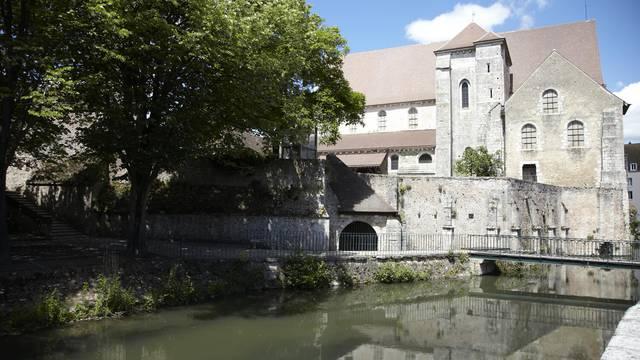 Collégiale Saint-André et les bords de l'Eure à Chartres