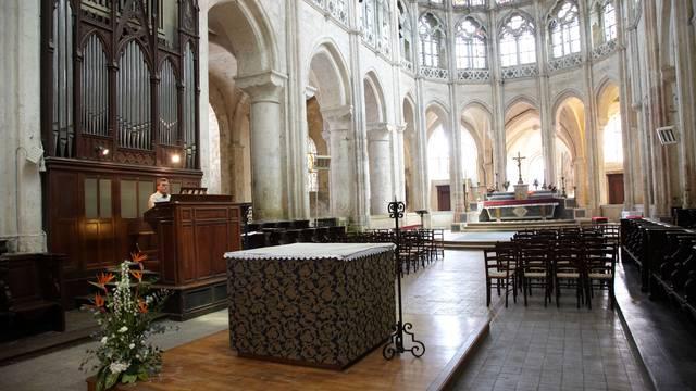 Intérieur de l'église Saint-Pierre à Chartres