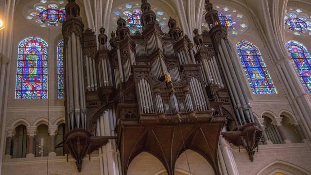 Orgue dans la cathédrale de Chartres