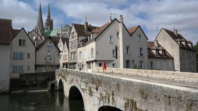 Vue de la cathédrale de Chartres depuis la basse ville