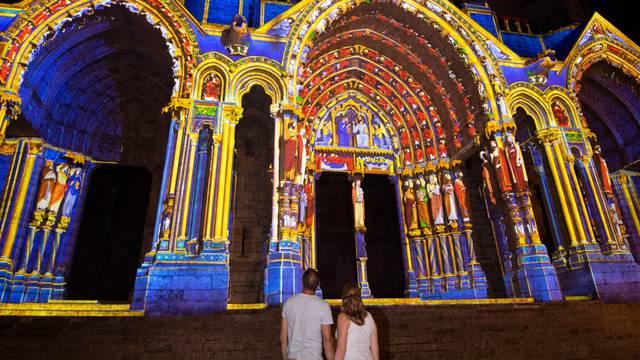 Vue du portail Nord lors de Chartres en lumières