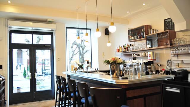 Intérieur du restaurant le Café Bleu
