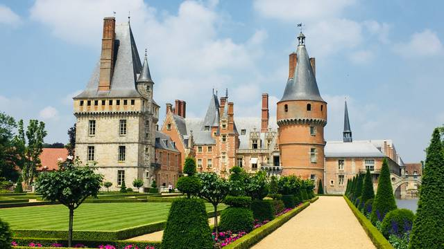 Travelling to Maintenon Castle