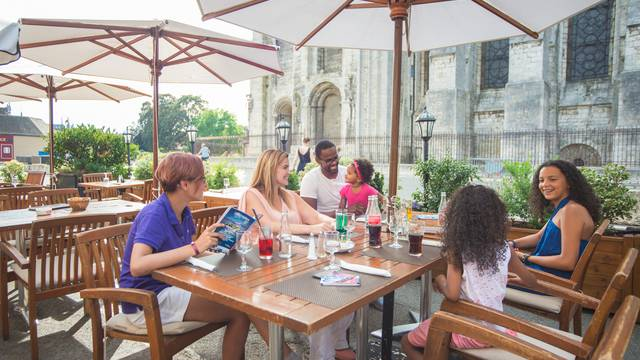 A family get-together on a bar terrace in Chartres