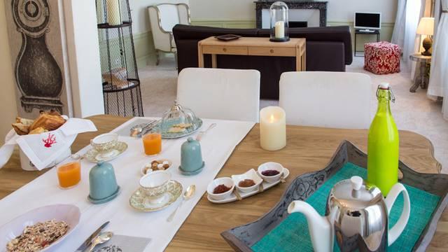 Petit-déjeuner en chambres d'hôtes Maison Ailleurs à Chartres