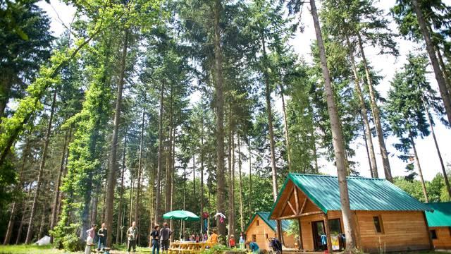 Cabanes à Huttopia Senonches