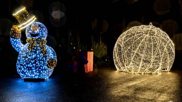 Installations lumineuses pour Noël à Chartres