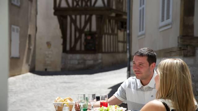Déjeuner au restaurant au pied de l'escalier de la Reine Berthe