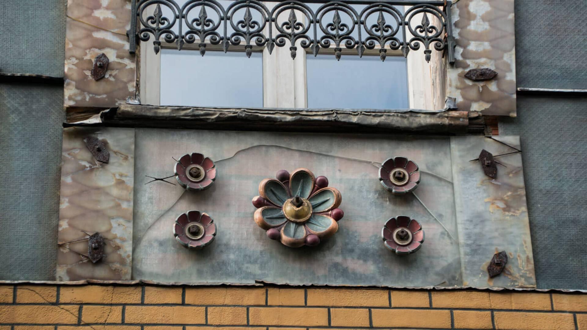Façade art déco du Pichet 3 à Chartres
