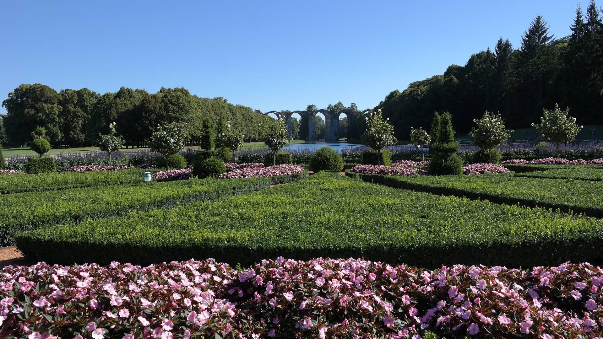 Vue sur l'Aqueduc de Maintenon depuis les jardins