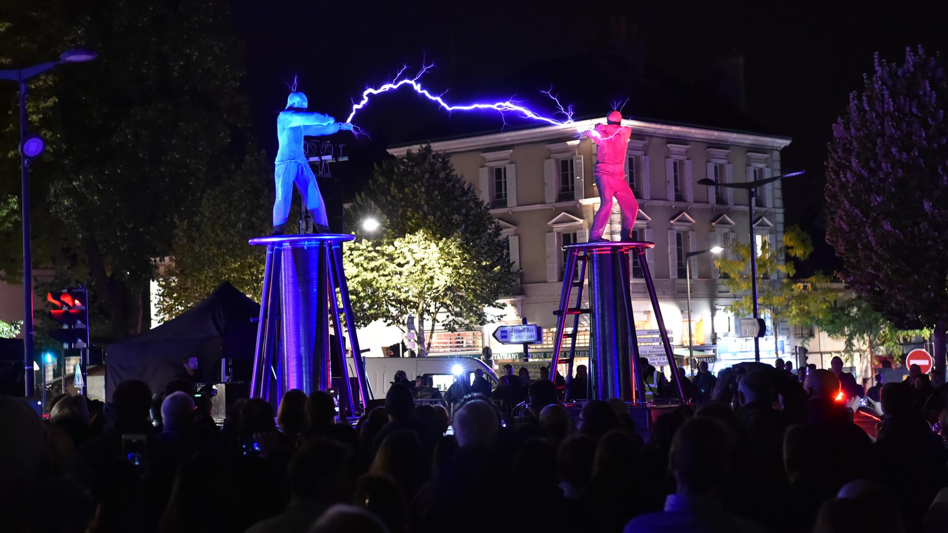 Combat d'éclairs sur la place Châtelet à Chartres