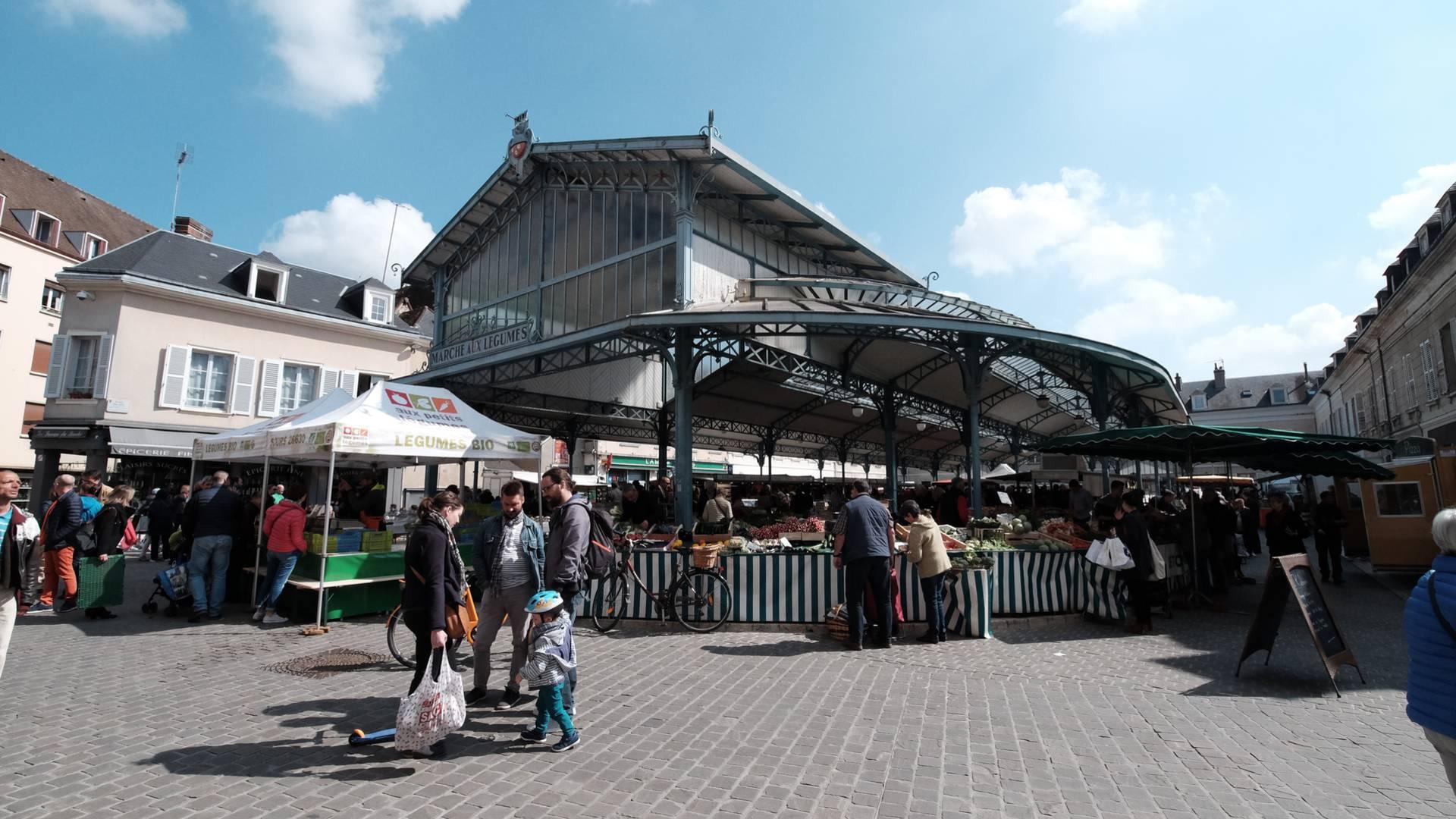 Vue d'ensemble de la place billard à Chartres