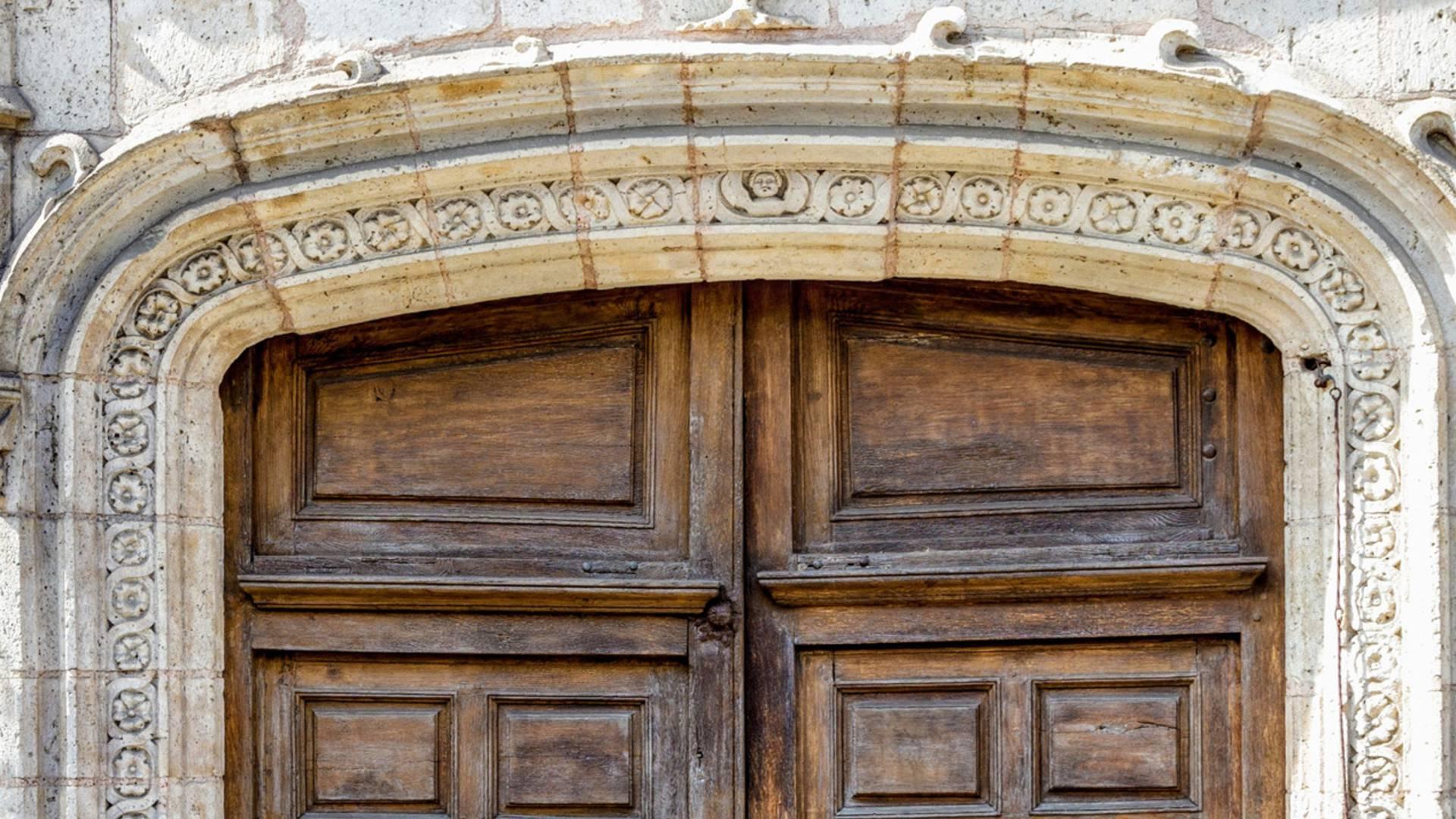 Porte d'entrée de l'Hôtel de Champrond