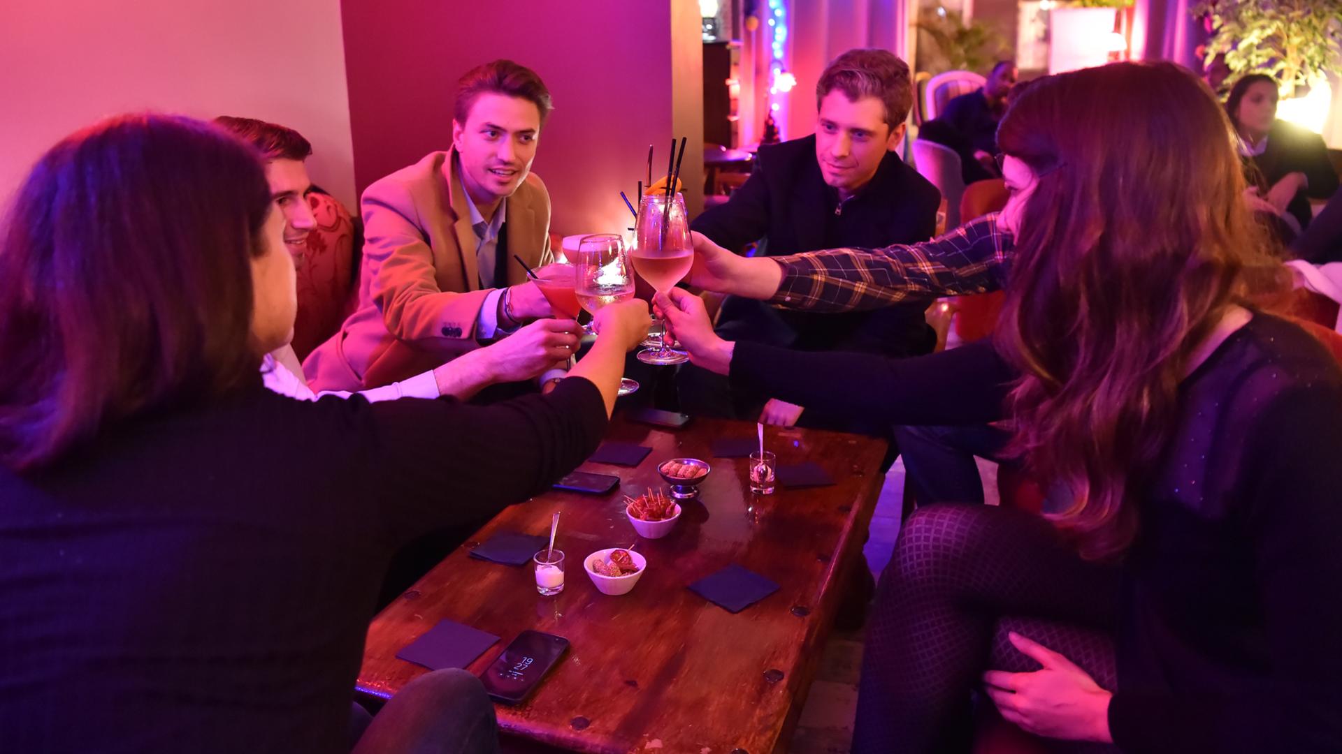 Soirée entre amis au bar l'escalier à Chartres