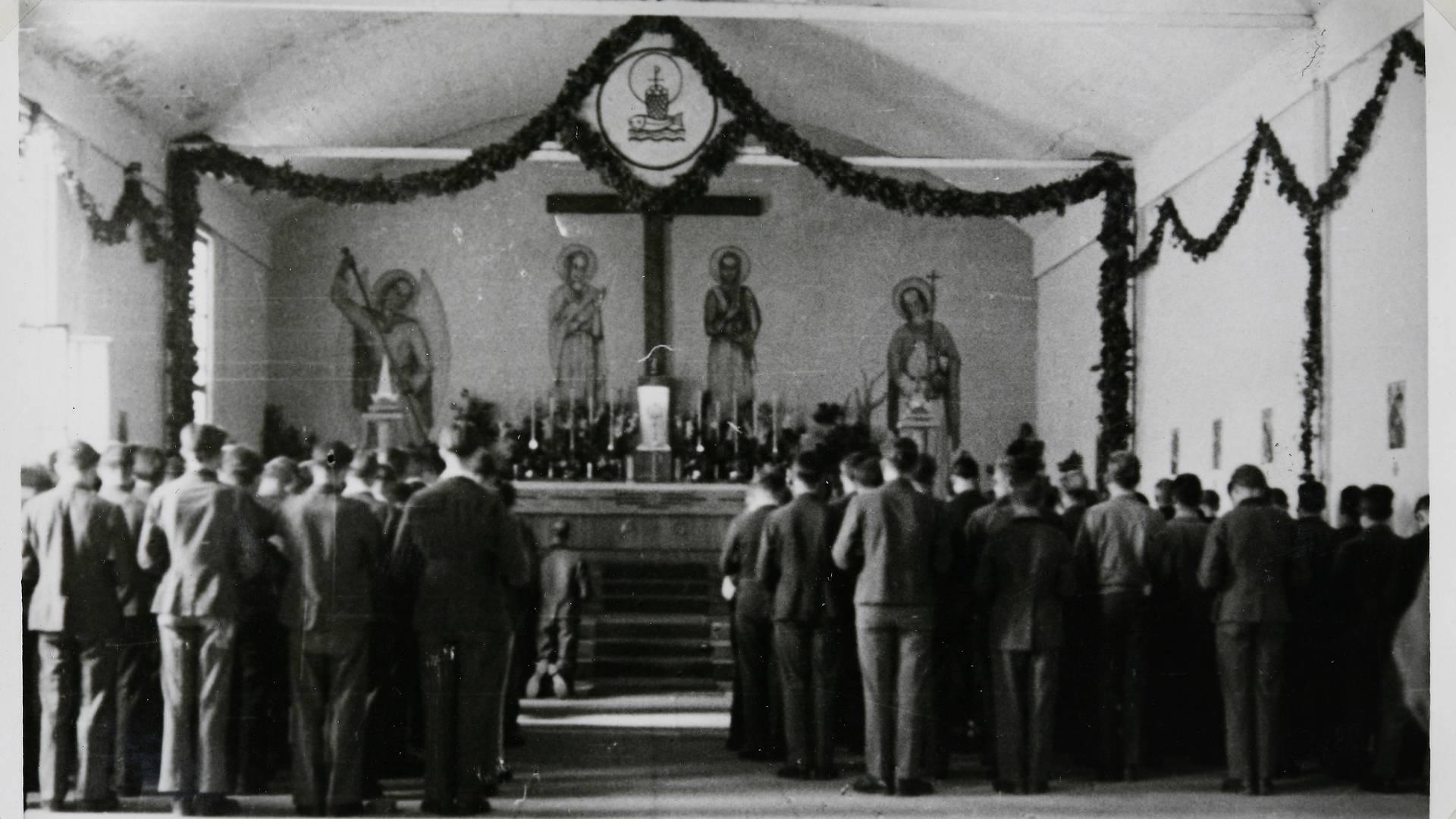 Célébration dans la chapelle du séminaire des Barbelés