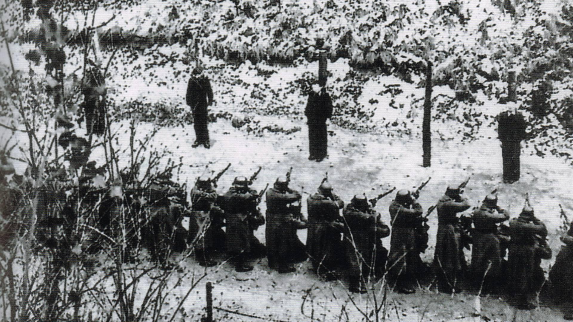 Photo d'une exécution au Mont-Valérien prise clandestinement par le sous-officier Clémens Rüther