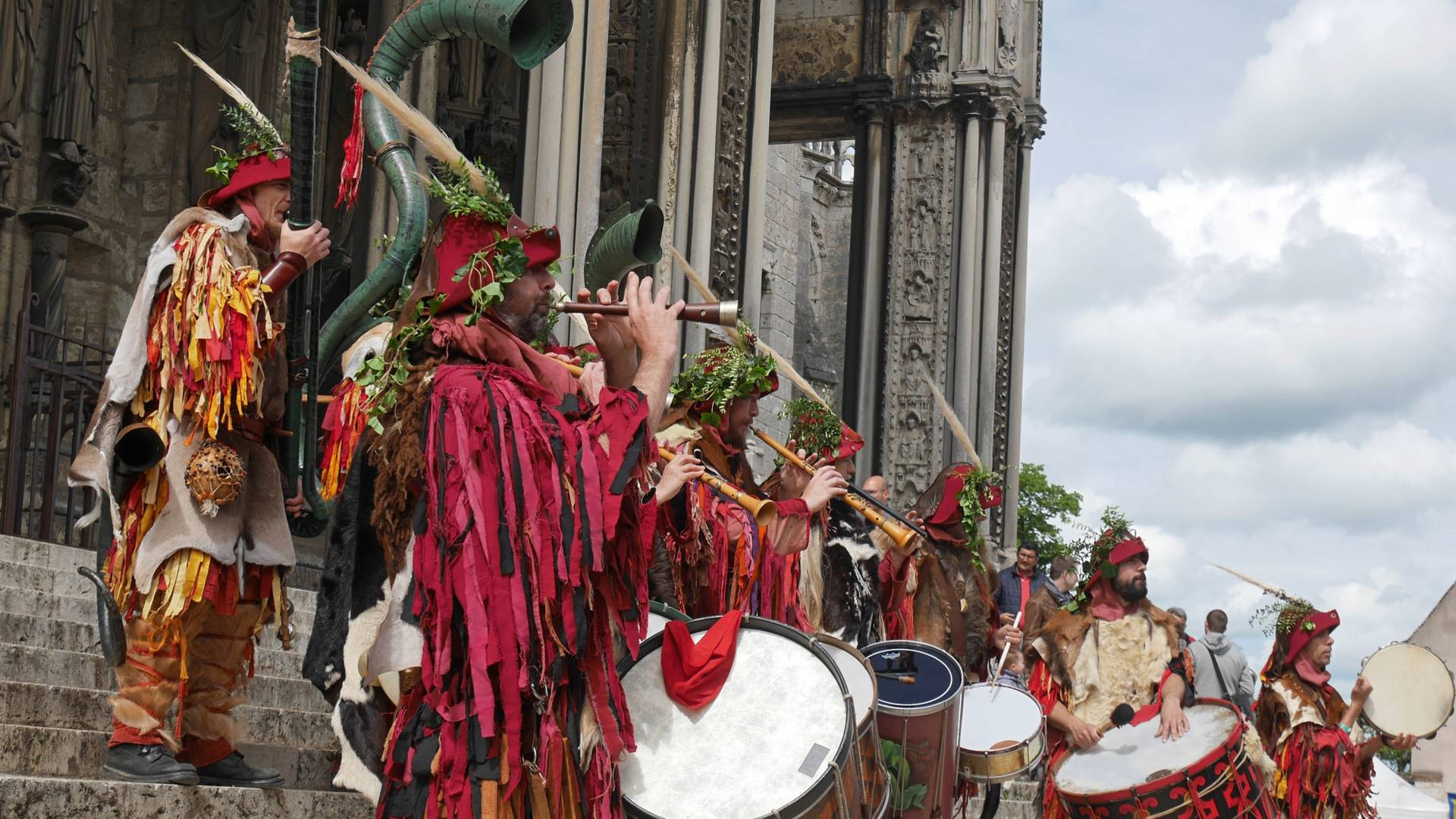 Spectacle au Portail Sud de la cathédrale pour Chartres 1254