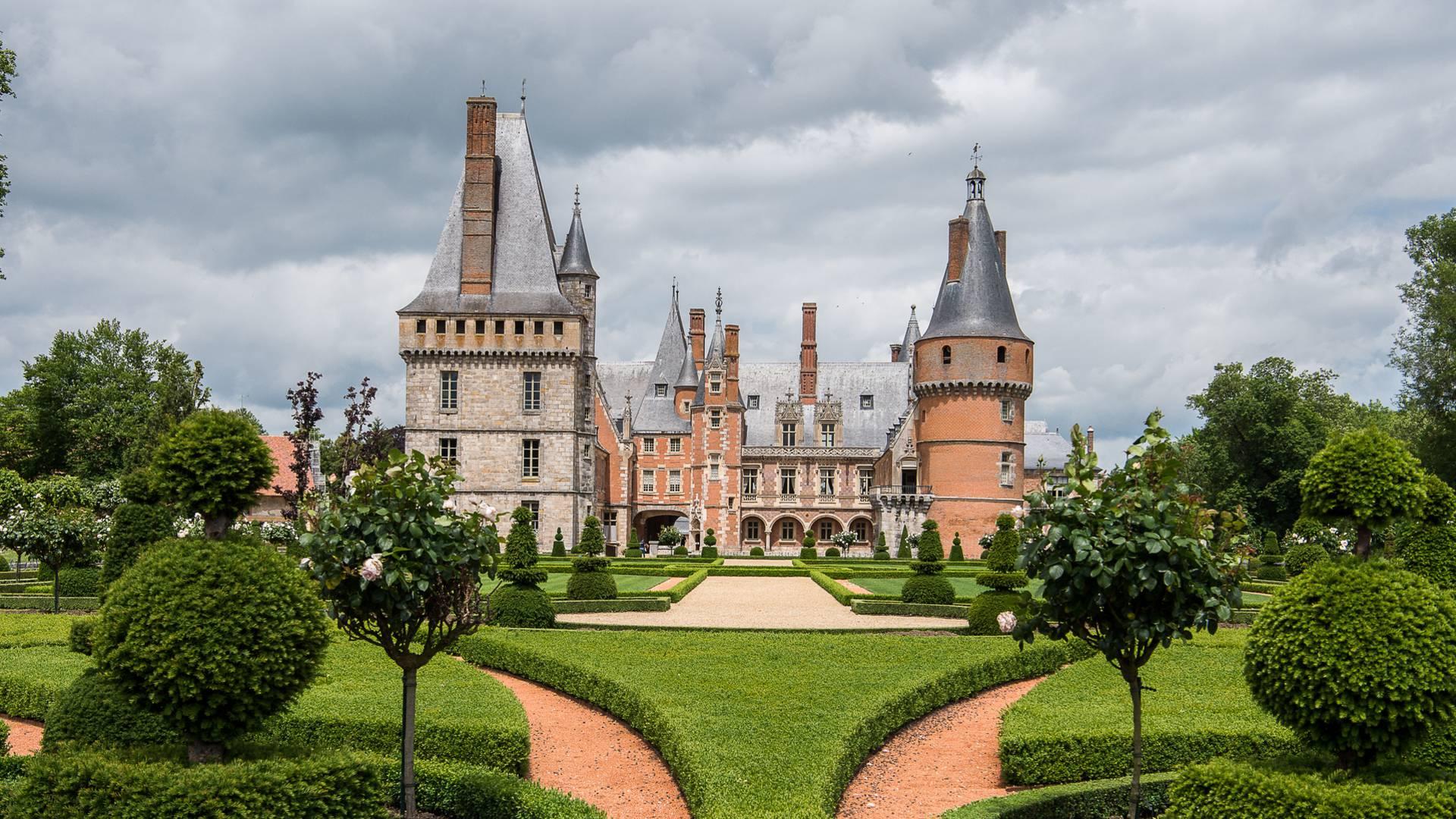 Vue du château de Maintenon depuis ses jardins