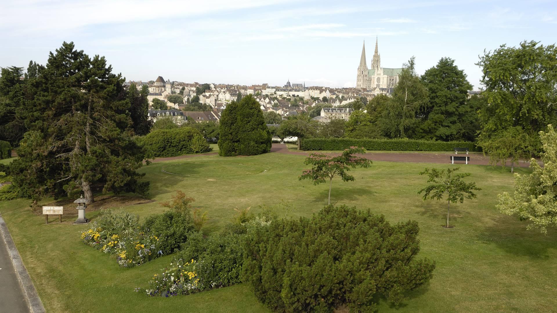 Vue de la cathédrale depuis le jardin du Sakuraï
