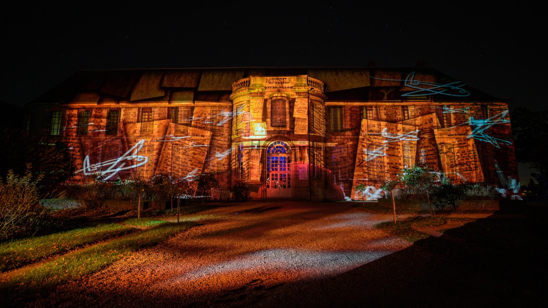 Illumination Chartres en lumières 2020 de la façade du Musée des Beaux-Arts