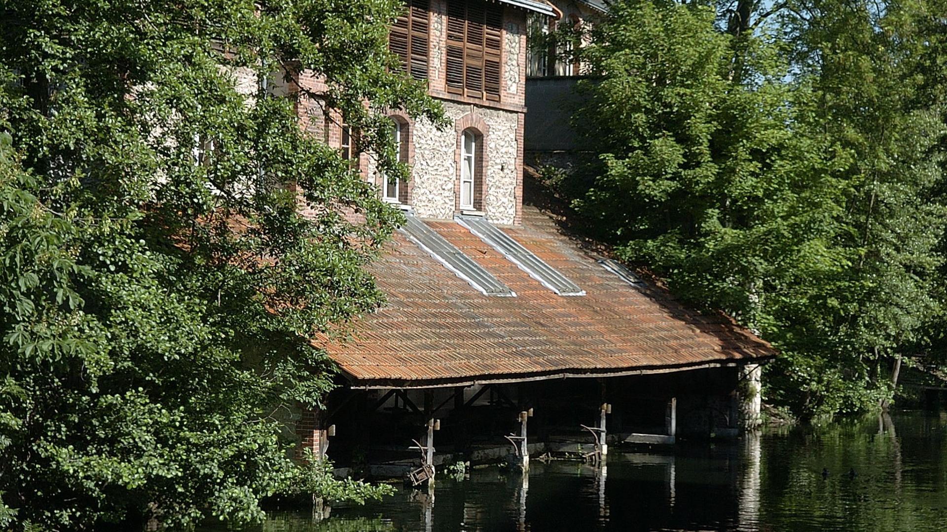 Lavoirs depuis le pont du massacre à Chartres