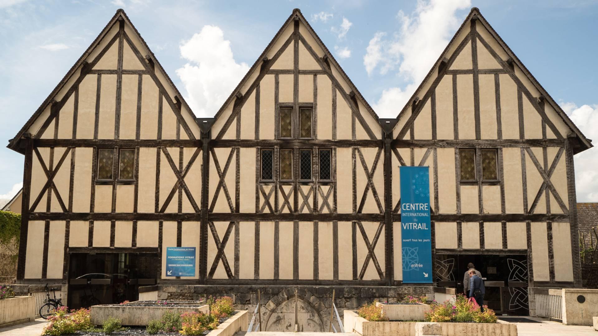 Façade de l'Enclos de Loëns à Chartres