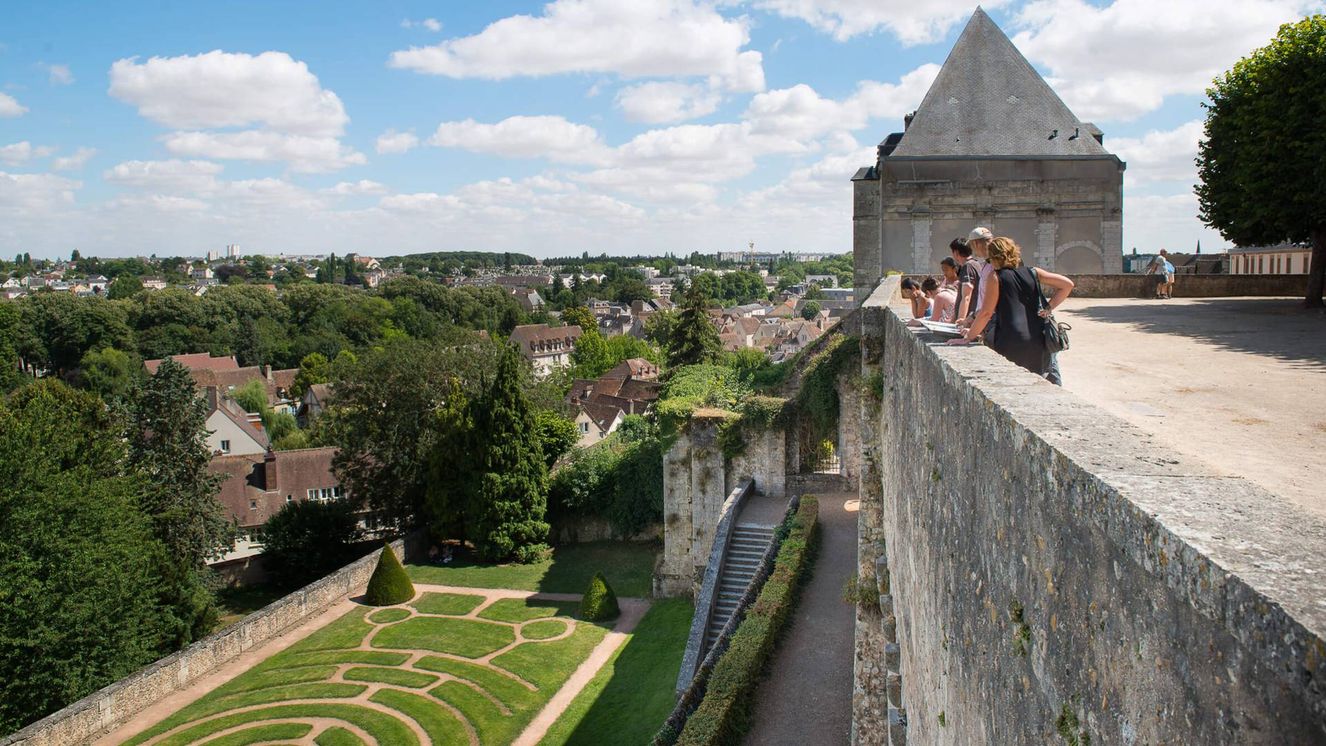Entdecken Sie Chartres aus den Gärten des Evêché