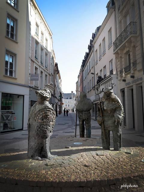 Statues les croisés de Rachid Khimoune © Philippe Buffa