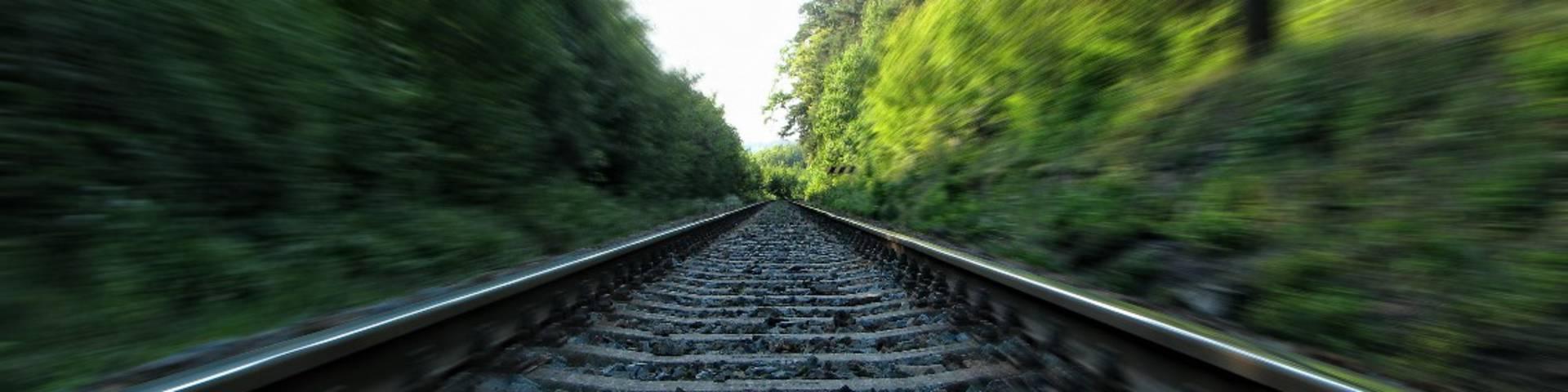 Ligne de chemin de fer en campagne