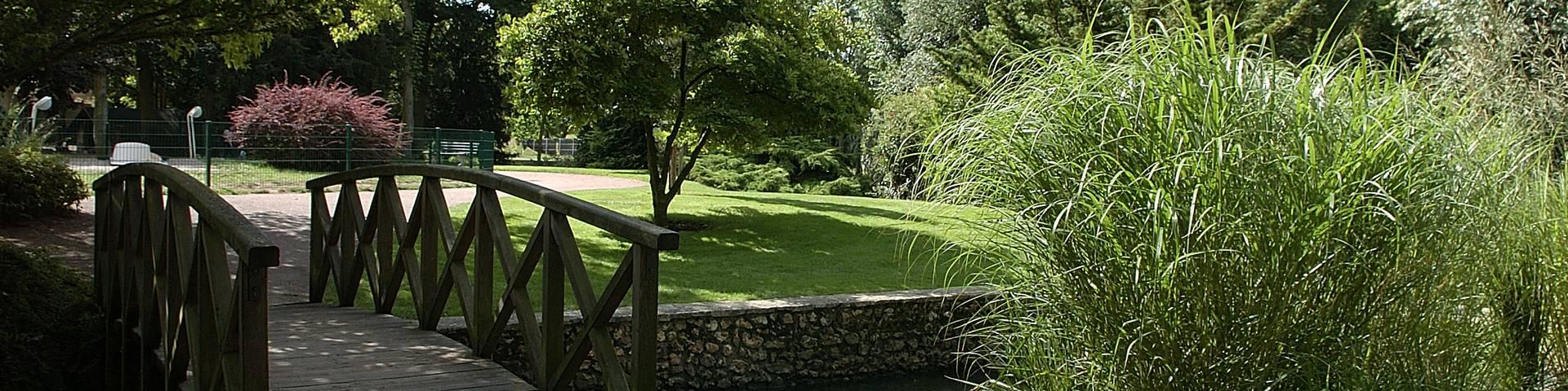 Pont dans le parc des Bords de l'Eure
