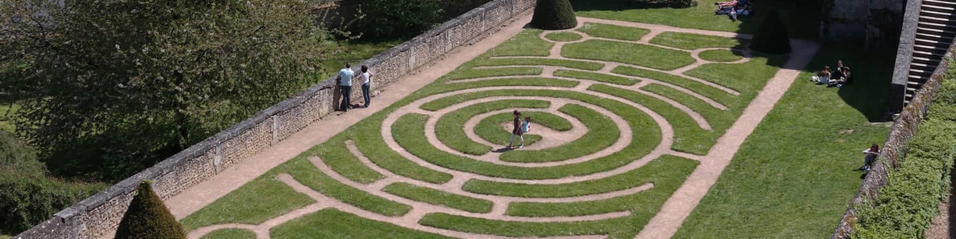 Labyrinthe dans les jardins de l'Evêché