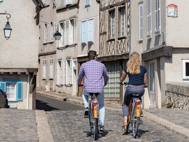 Vélos dans la basse ville de Chartres