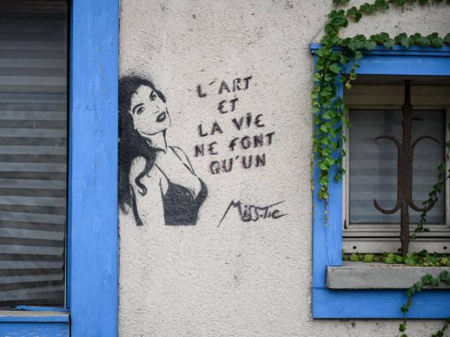 Oeuvre de Miss Tic à Chartres
