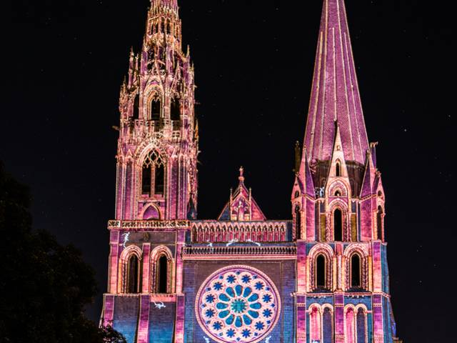 Illumination du portail royal de la cathédrale de Chartres