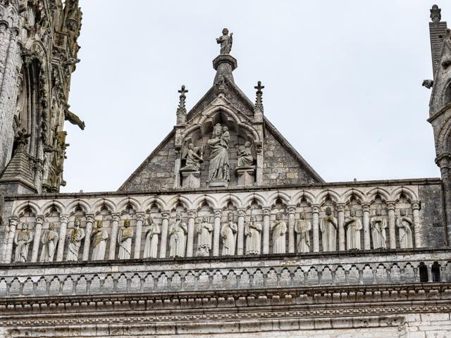Vue du portail royal de la cathédrale de Chartres