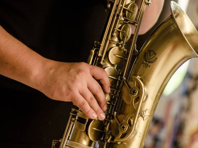 Jouer de saxophone