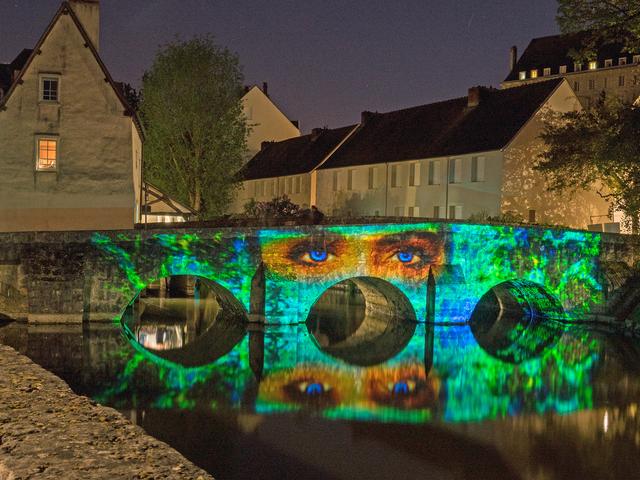 Pont des minimes à Chartres en lumières