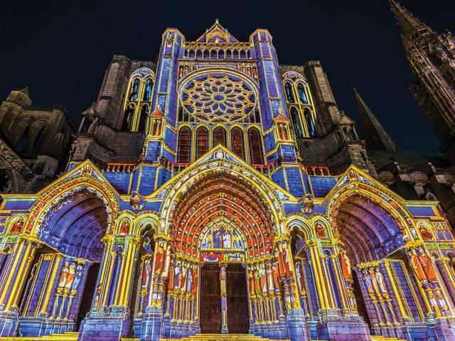 Portail Nord de la cathédrale à Chartres en lumières