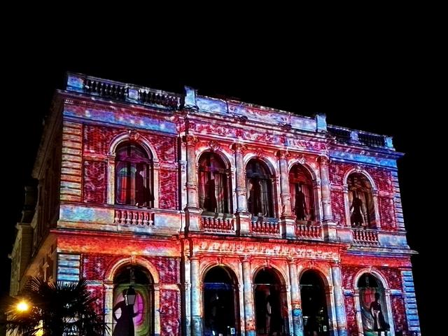 Théâtre de Chartres illuminé pour Chartres en lumières