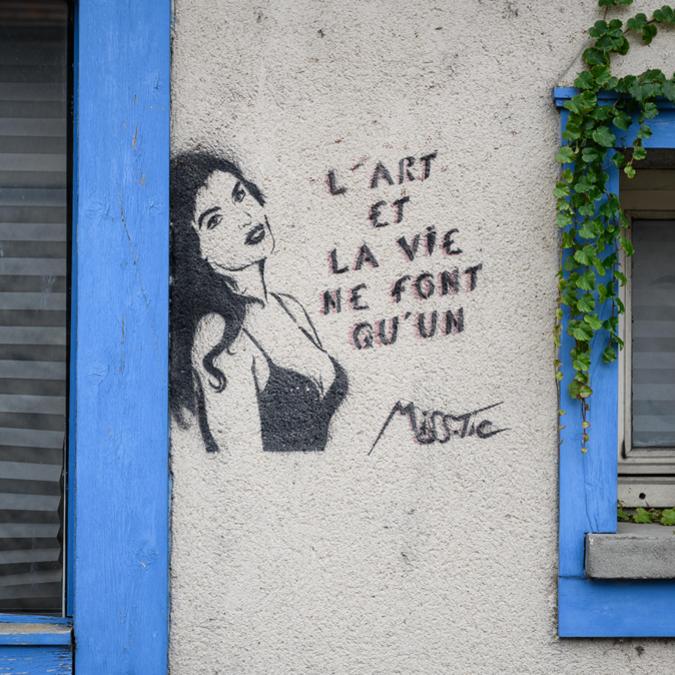 Oeuvre de Miss Tic sur le Moulin Saint-Père à Chartres - © Création : Miss Tic - Photo : Studio Martino