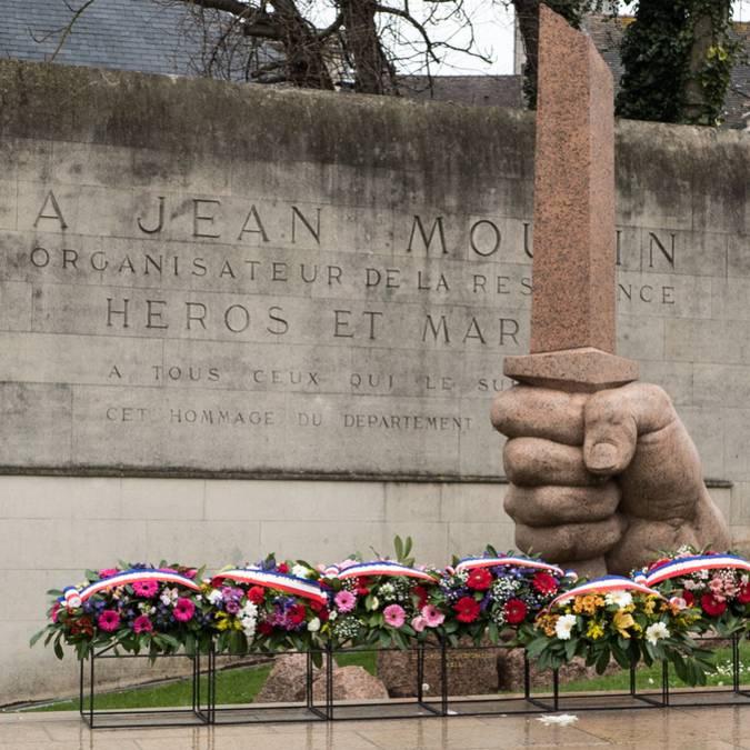 Glaive brisé, hommage à Jean Moulin sur le chemin de mémoire à Chartres © Yves Lejeune